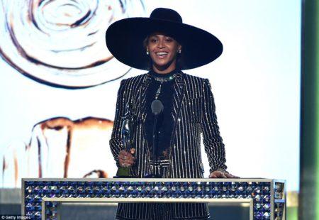 47 Beyonce winner of the Fashion Icon Award