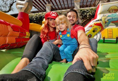 christina-aguilera-celebrates-daughter-birthday-super-mario-bros-05