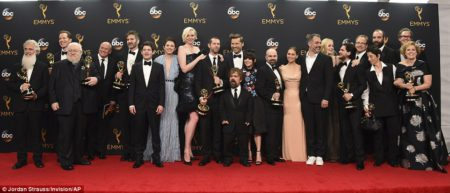 x4 Game_of_Thrones_winners_of_the_award_for_ou-m-15_1474270346511