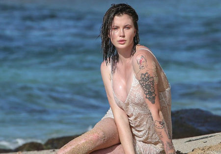 3a86416100000578-3950358-aloha_ireland_baldwin_turned_up_the_heat_during_a_photo_shoo_in_-m-20_1479488312328