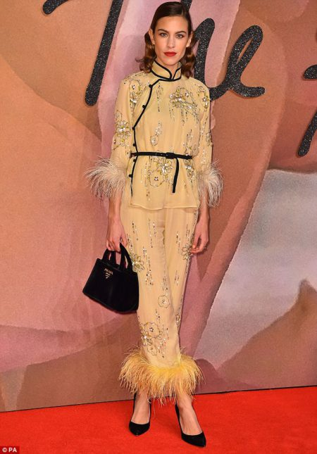 alexa_chung_rocked_a_show_stealing_off_the_w-m-13_1481014749999