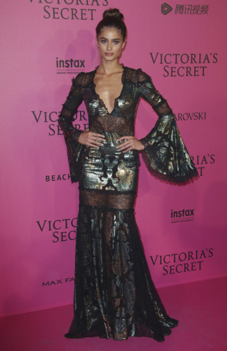 taylor-hill-victoria-secret-fashion-show-after-party-red-carpet