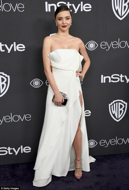 miranda_kerr_also_wore_a_similarly_sexy_look_but_m-a-102_1483951119388